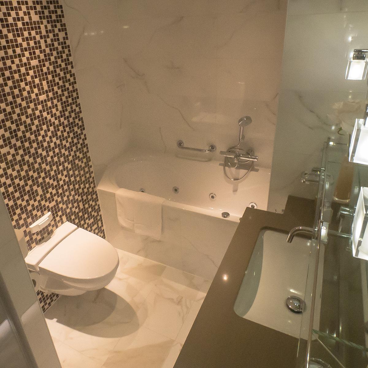 River Voyager - Bathroom