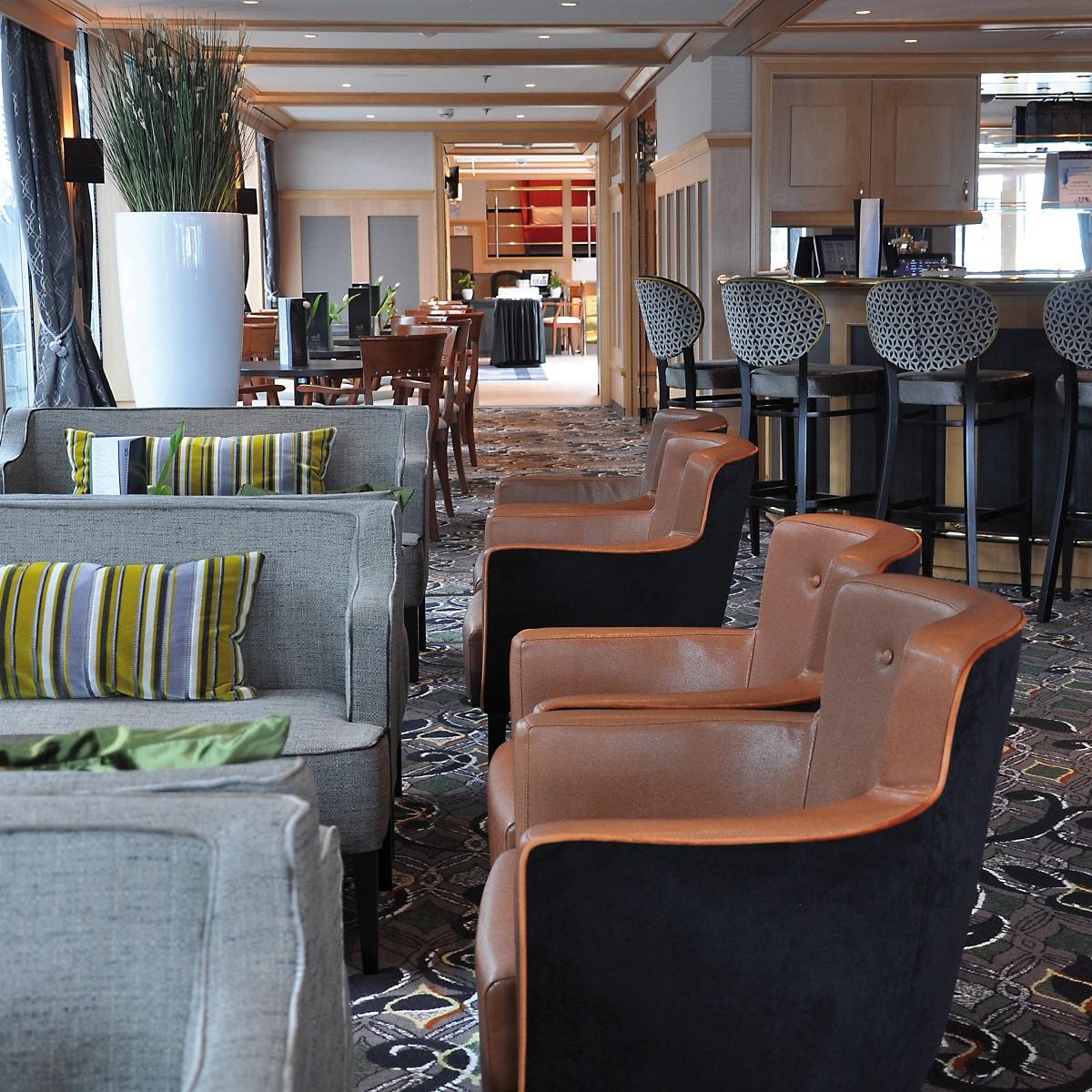 Serenade 1 - Lounge