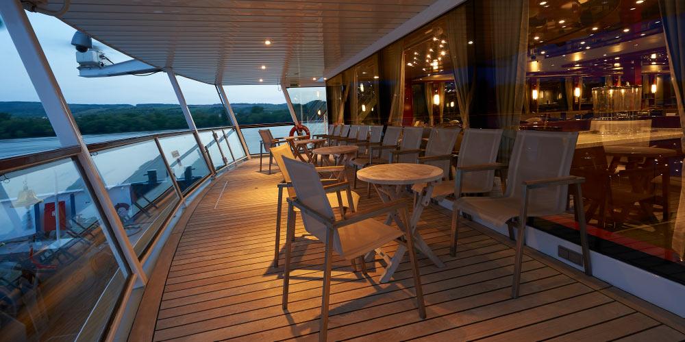 TDI-lounge-lido-terrace